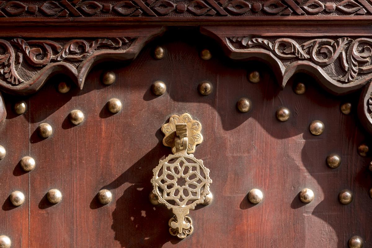 Detalhe de porta do lado de fora: o pouco que se vê