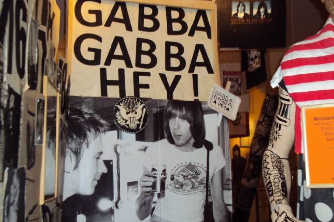 Só faltou banheiro no Ramones Museum Berlin