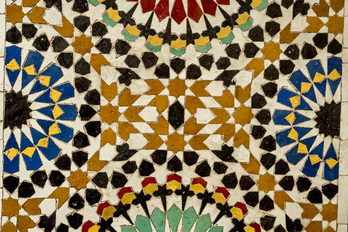 Textura de uma parede no centro histórico: espetáculo de cores