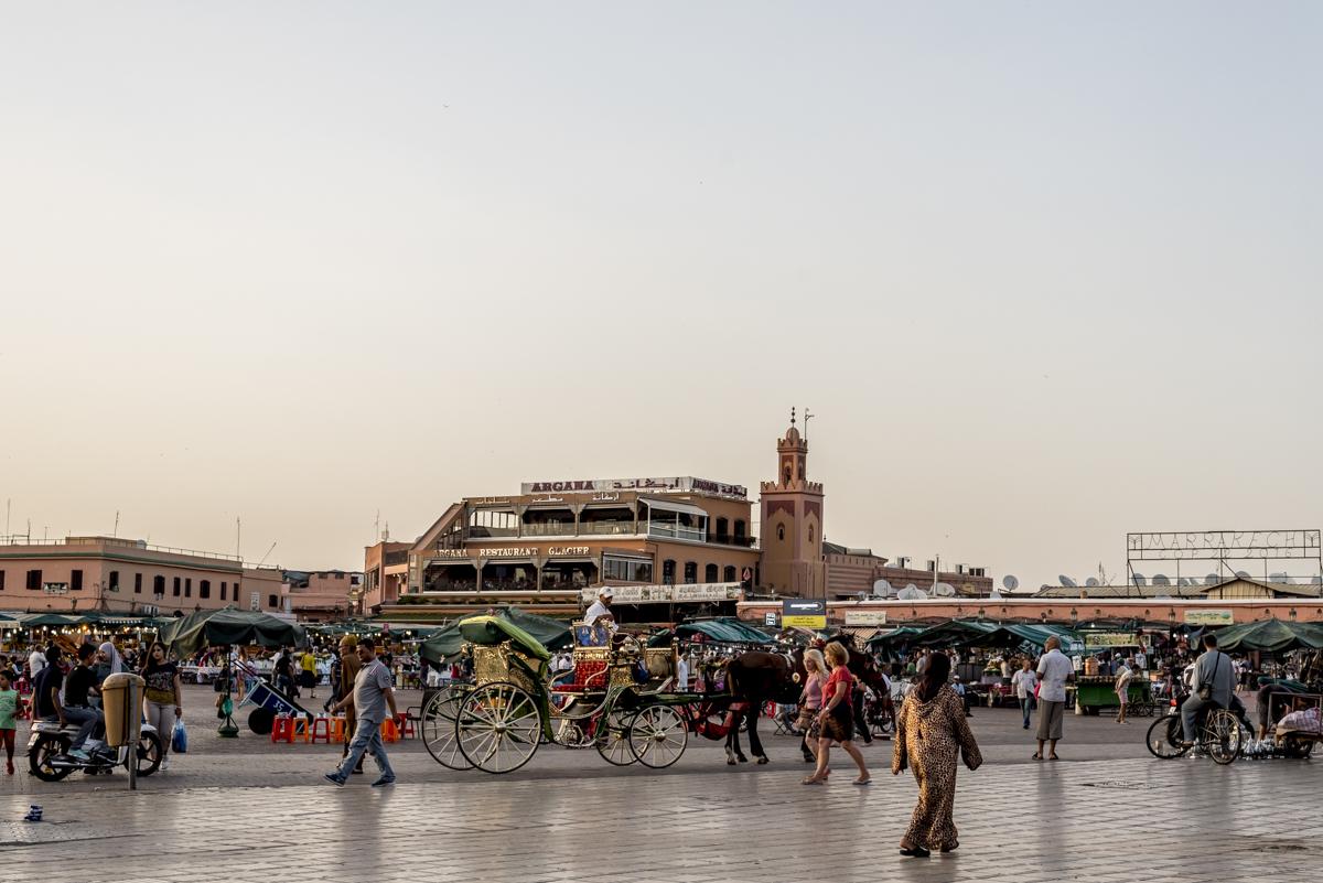 A Praça Jemaa-el-Fna, o coração de Marrakesh: a uma curta distância