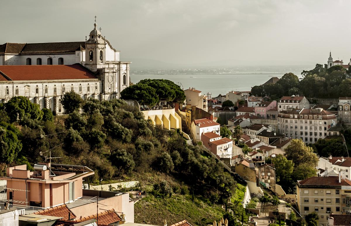 A igreja da Graça (à esquerda) vista de um dos muitos miradouros locais: ares de cidade do interior