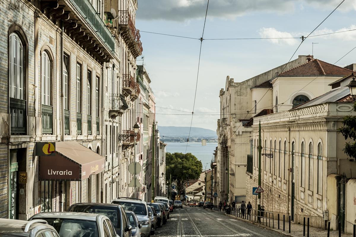 O trilho do bonde elétrico nas ruelas da Graça: como em Santa Teresa