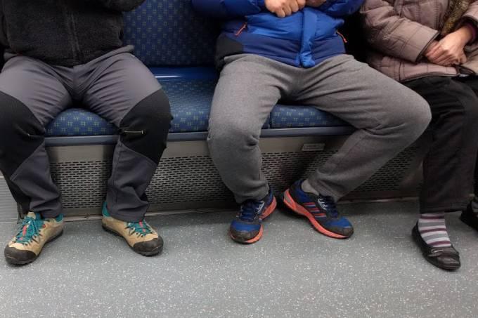 Manspreading_in_Korea_Busan_Metro