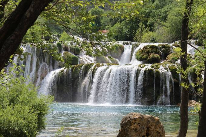 waterfalls-1558971_960_720