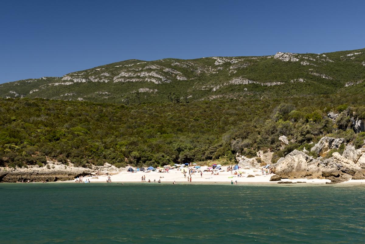 A Praia dos Coelhos: menos famosa e tão linda quanto a vizinha Galapinhos