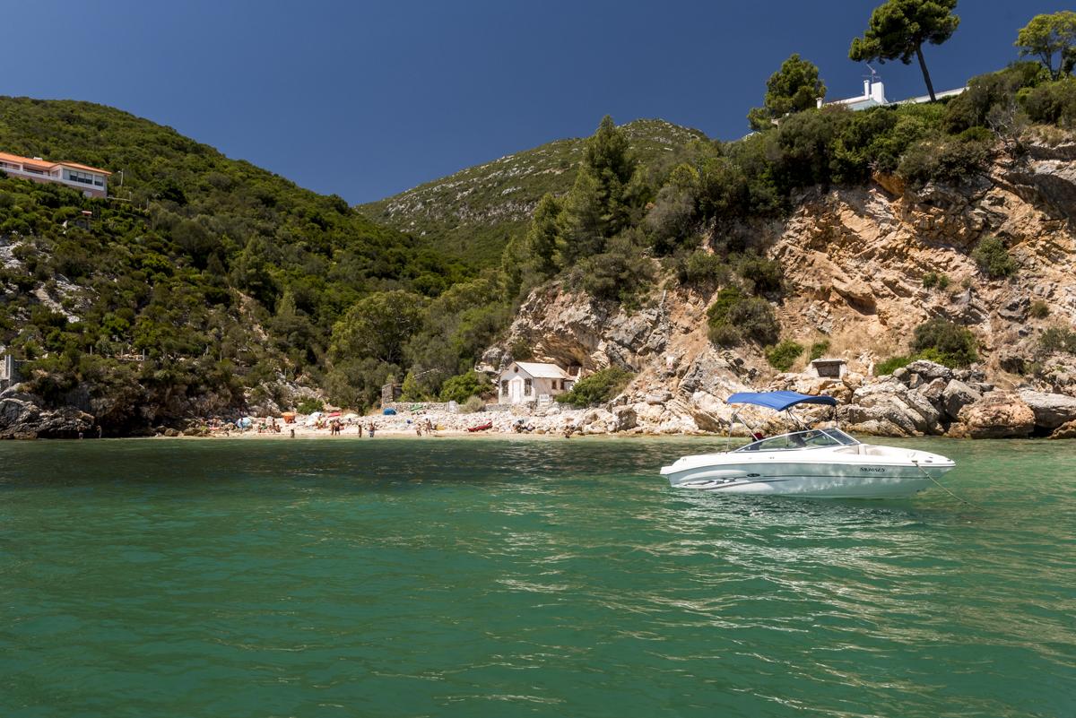 A Praia de Alpertuche: mil tons de verde