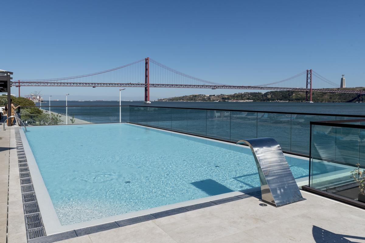 A já famosa piscina: um oásis no calor do verão