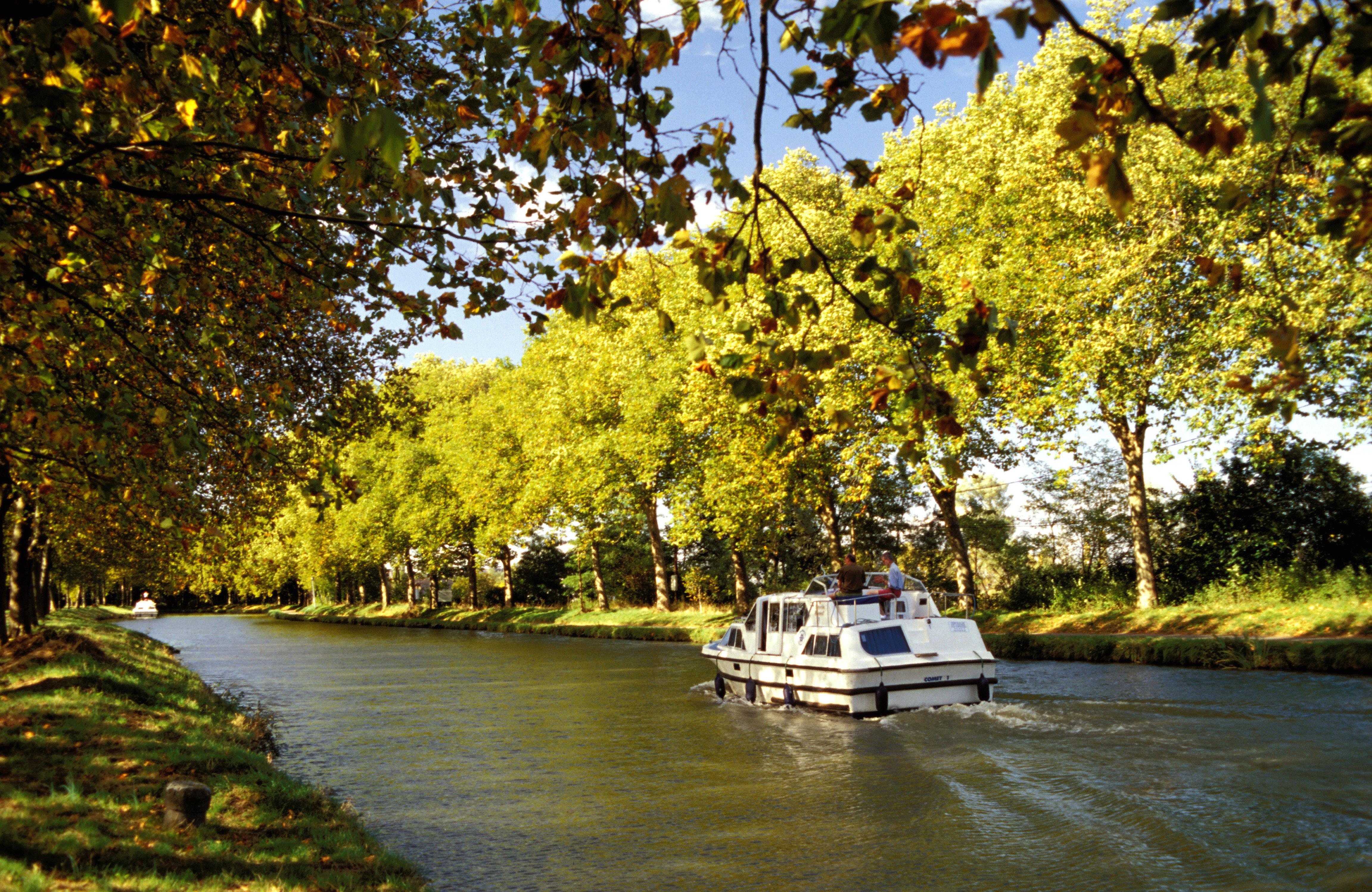 Barco no Canal Du Midi, Castelnaudary, França