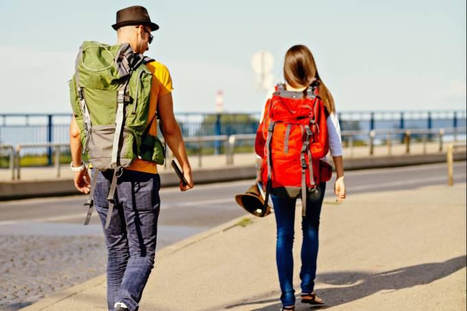 Turistas andando pela cidade
