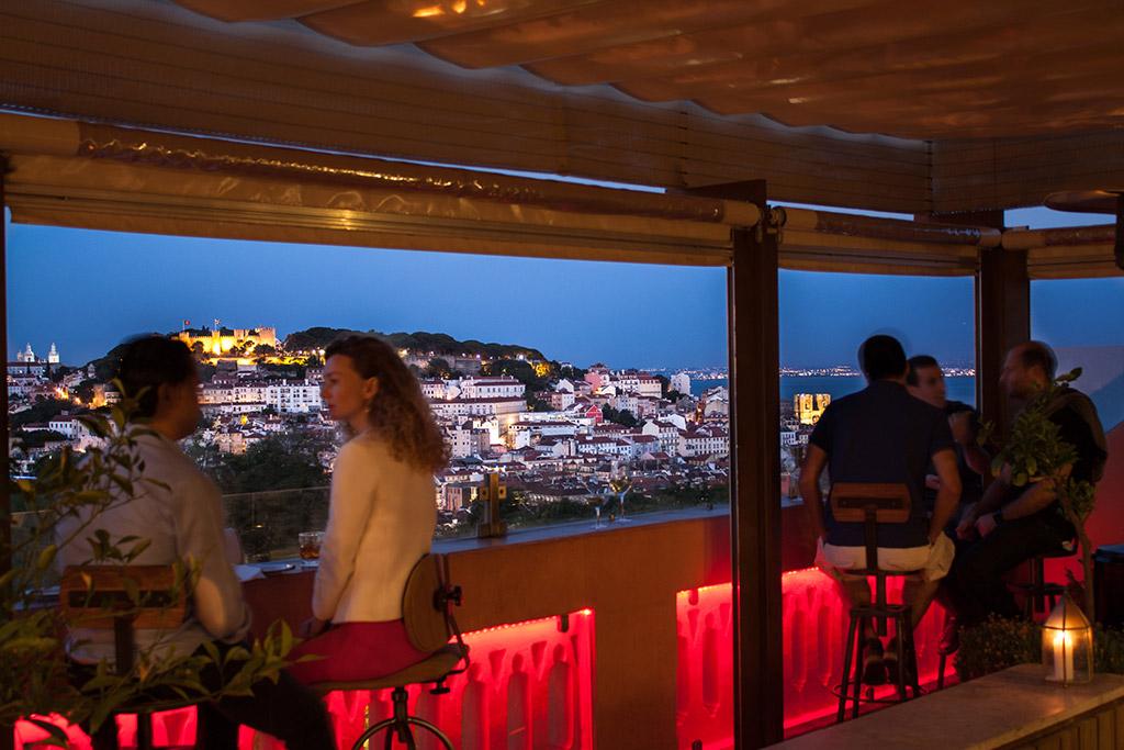 The Insólito rooftop bar em Lisboa, Portugal