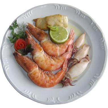 Quem diria que, ao viajar pela Fernão Dias, você pudesse comer um prato com camarão, peixe e lula? Crédito: