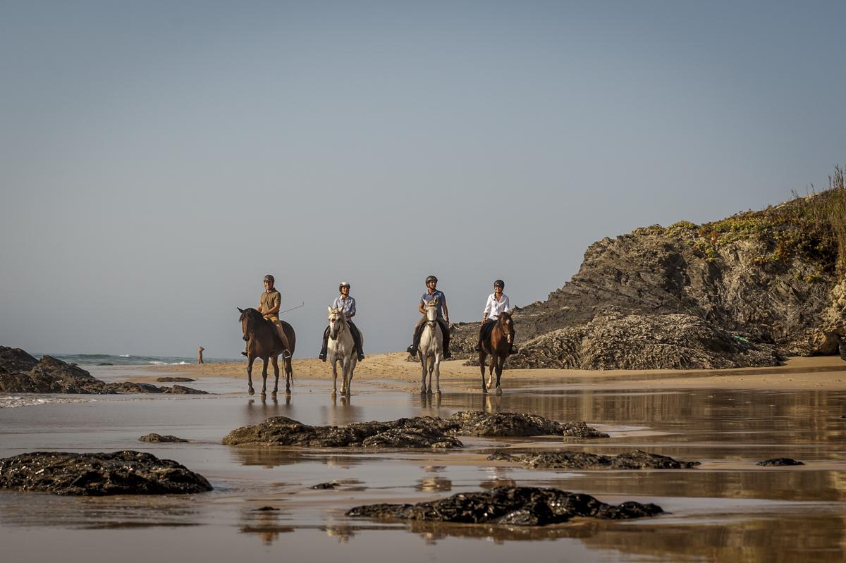Cavalgada na Praia do Malhão: visual arrebatador