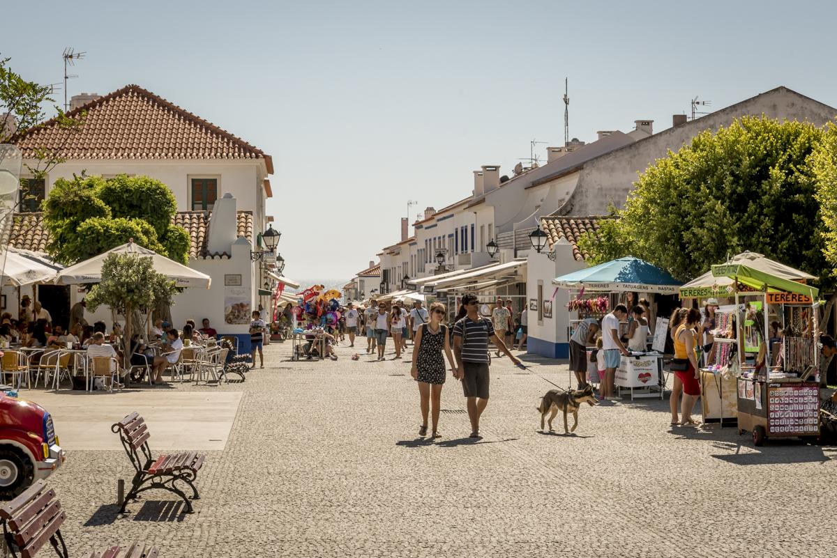 A pracinha da cidade, com barracas de tererê: passeio à moda antiga