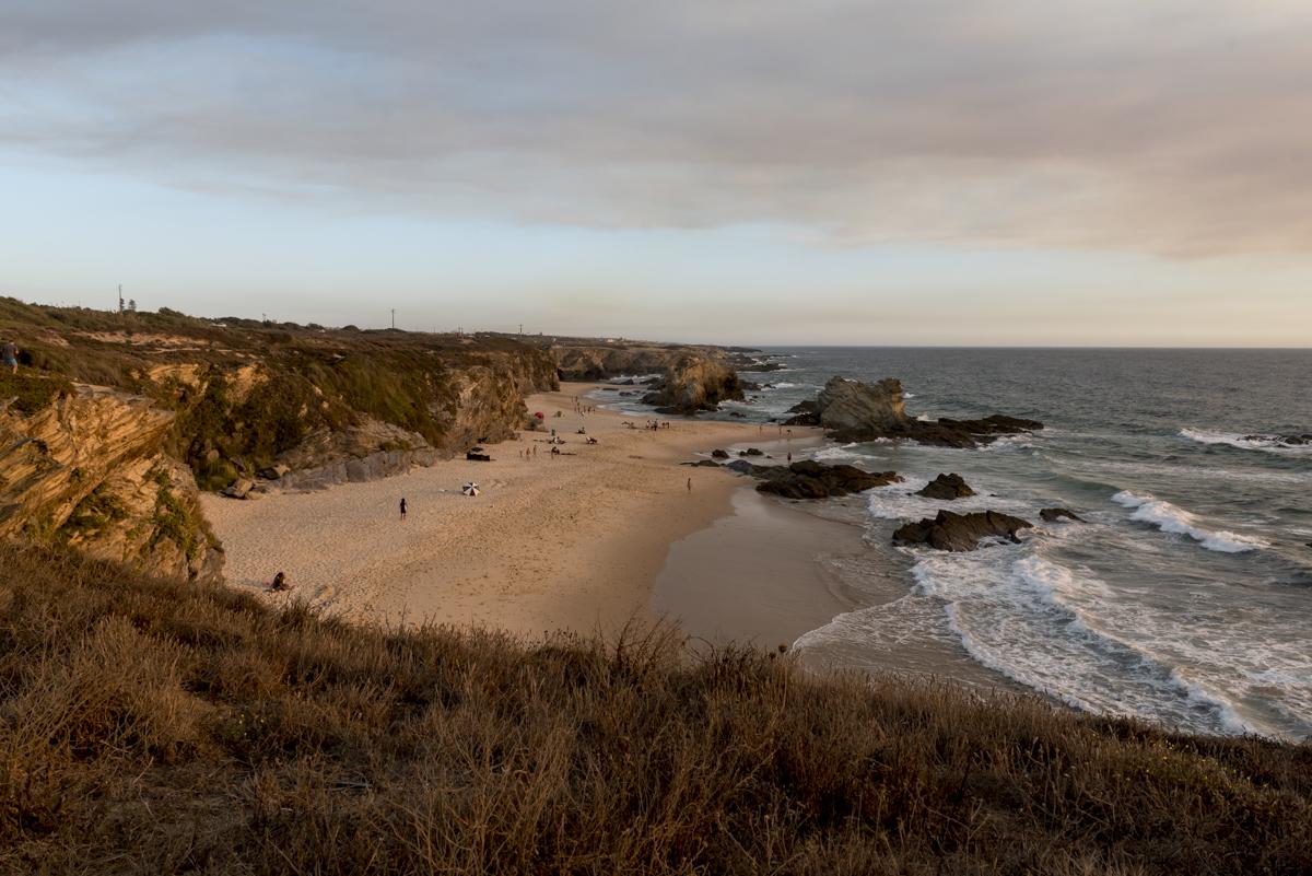 A Praia da Samouqueira: rochedos desenham belas paisagens