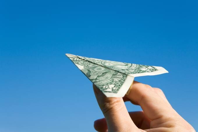 Avião feito de dólar