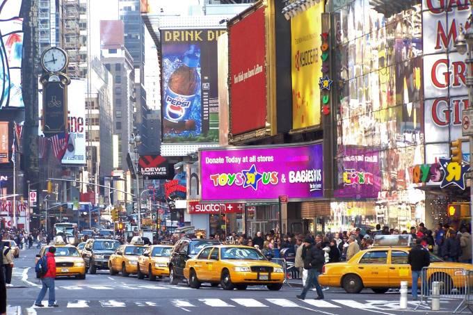 Toys R Us loja de brinquedos na Time Square Nova York foto de 2005 wikimedia commons