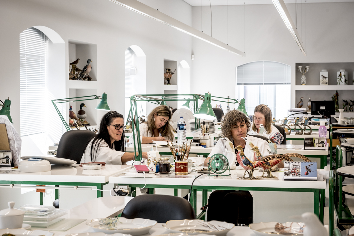 O ateliê de pintura manual na fábrica: museu ao vivo