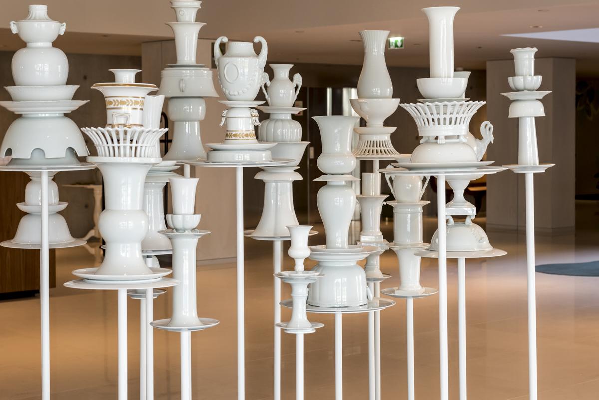 Porcelanas por todos os lados: estas decoram o hall de entrada