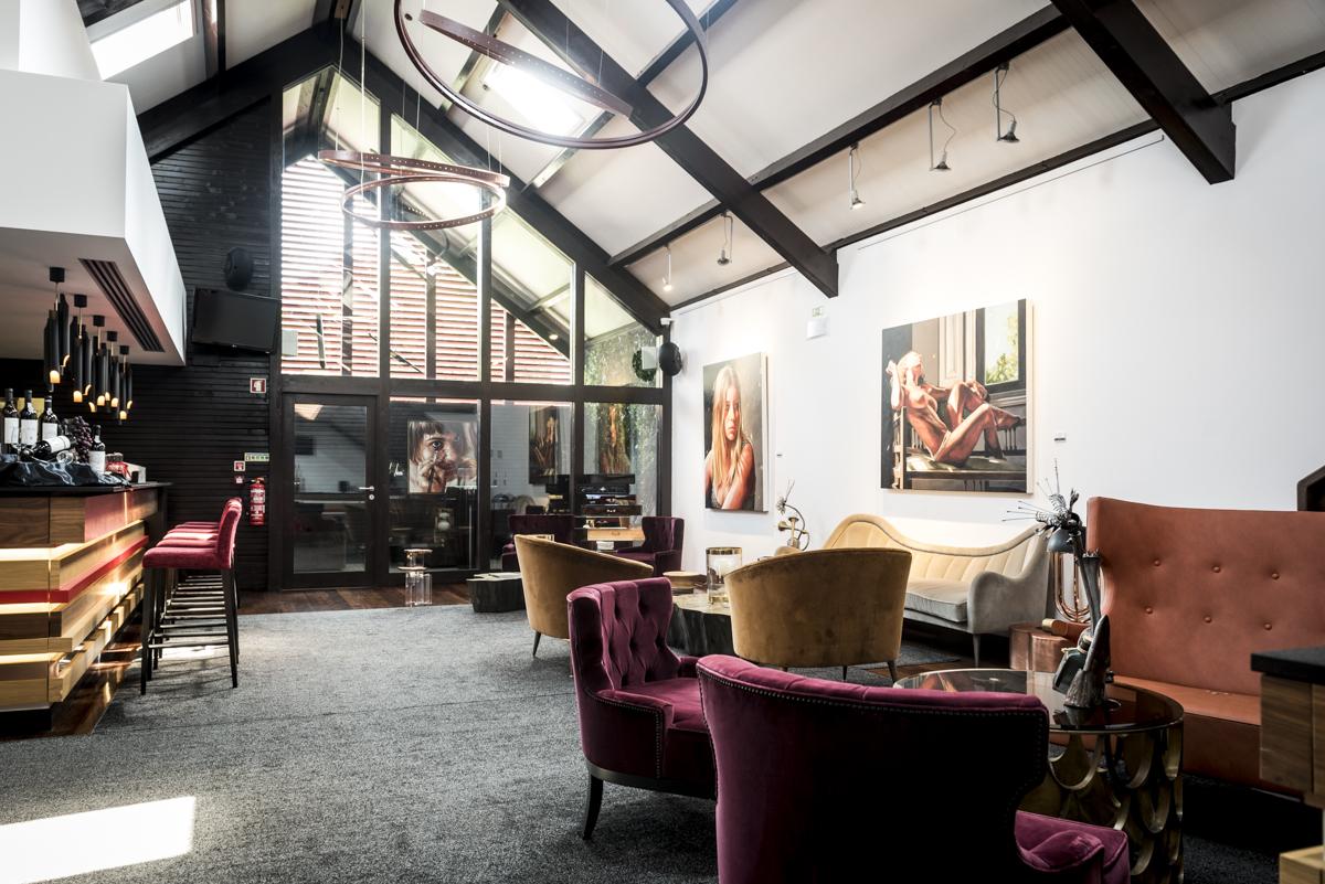 O lounge, que sempre recebe exposições temporárias