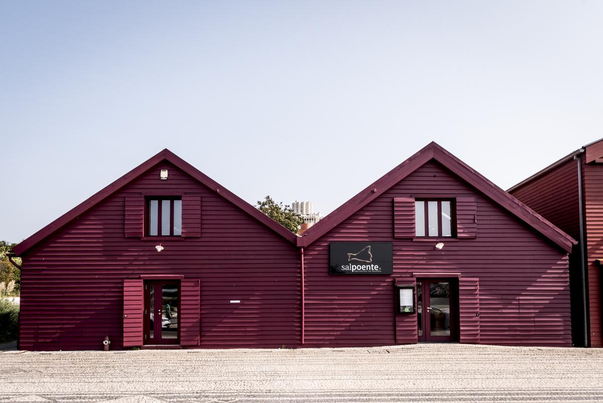A fachada do Sal Poente, instalado em um tradicional armazém de sal