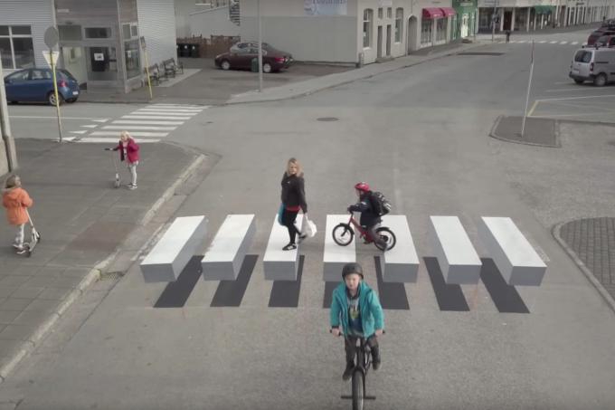 Faixa de pedestre em 3D na cidade de de Ísafjörður, na Islândia