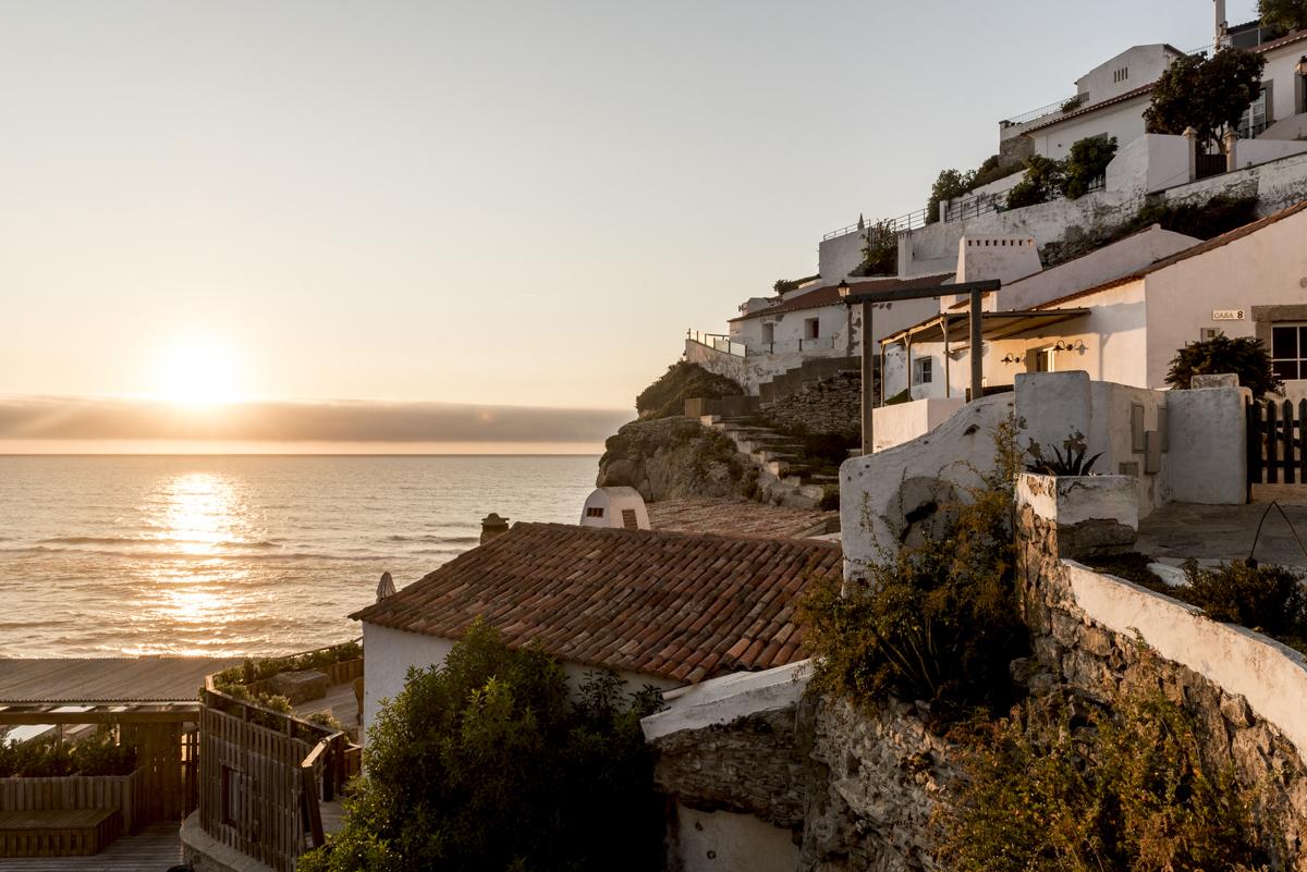A vilinha de Azenhas: podia ser a Grécia, mas é Portugal