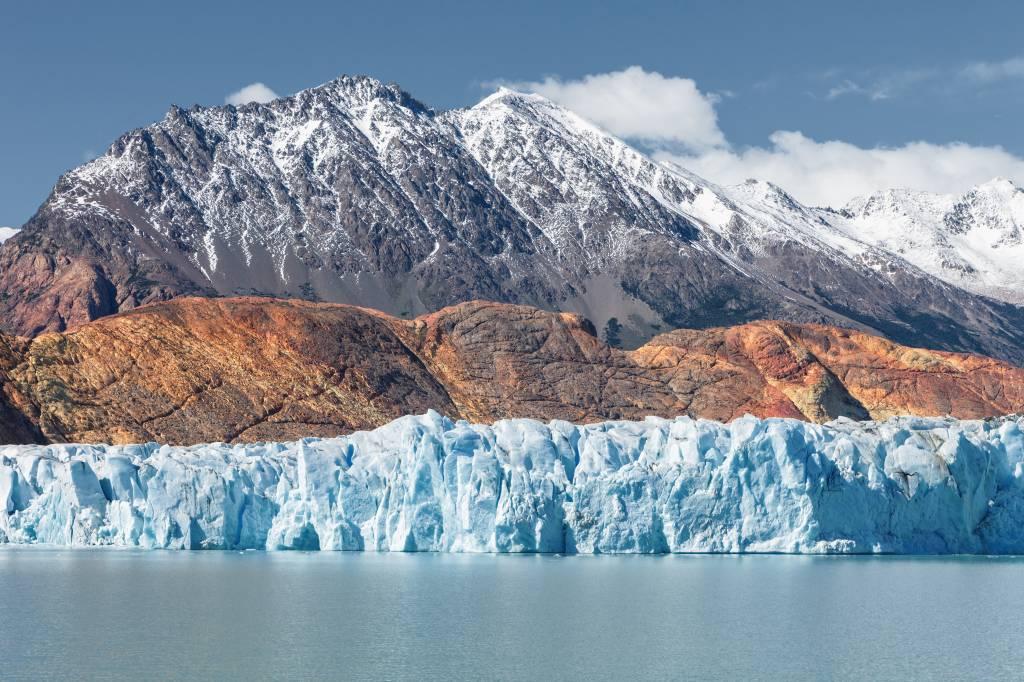 O Lago Viedma com um pedaço da sua geleira - convite a potenciais escaladores. Crédito: