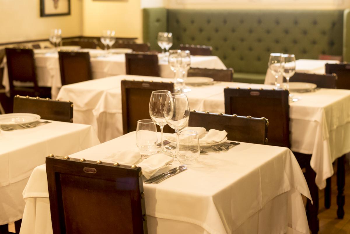 Um dos salões do restaurante: desde 1945