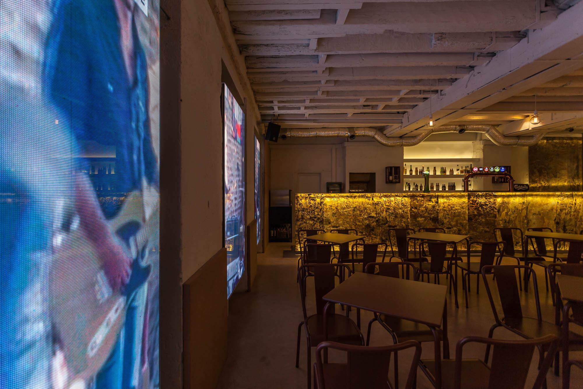 O ambiente do Malt, bar em pleno Cais do Sodré: dezenas de cervejas no menu