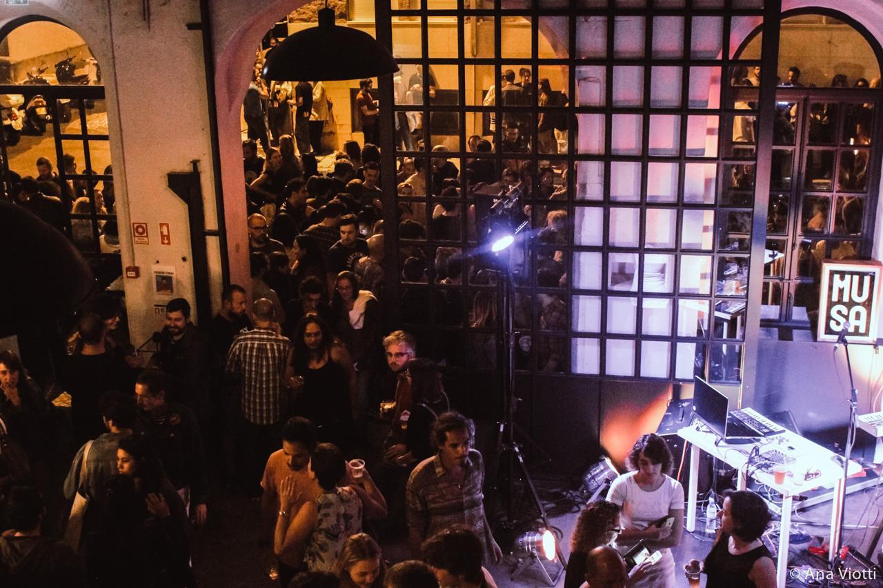 O recém-inaugurado bar da Musa, na fábrica: sempre lotado