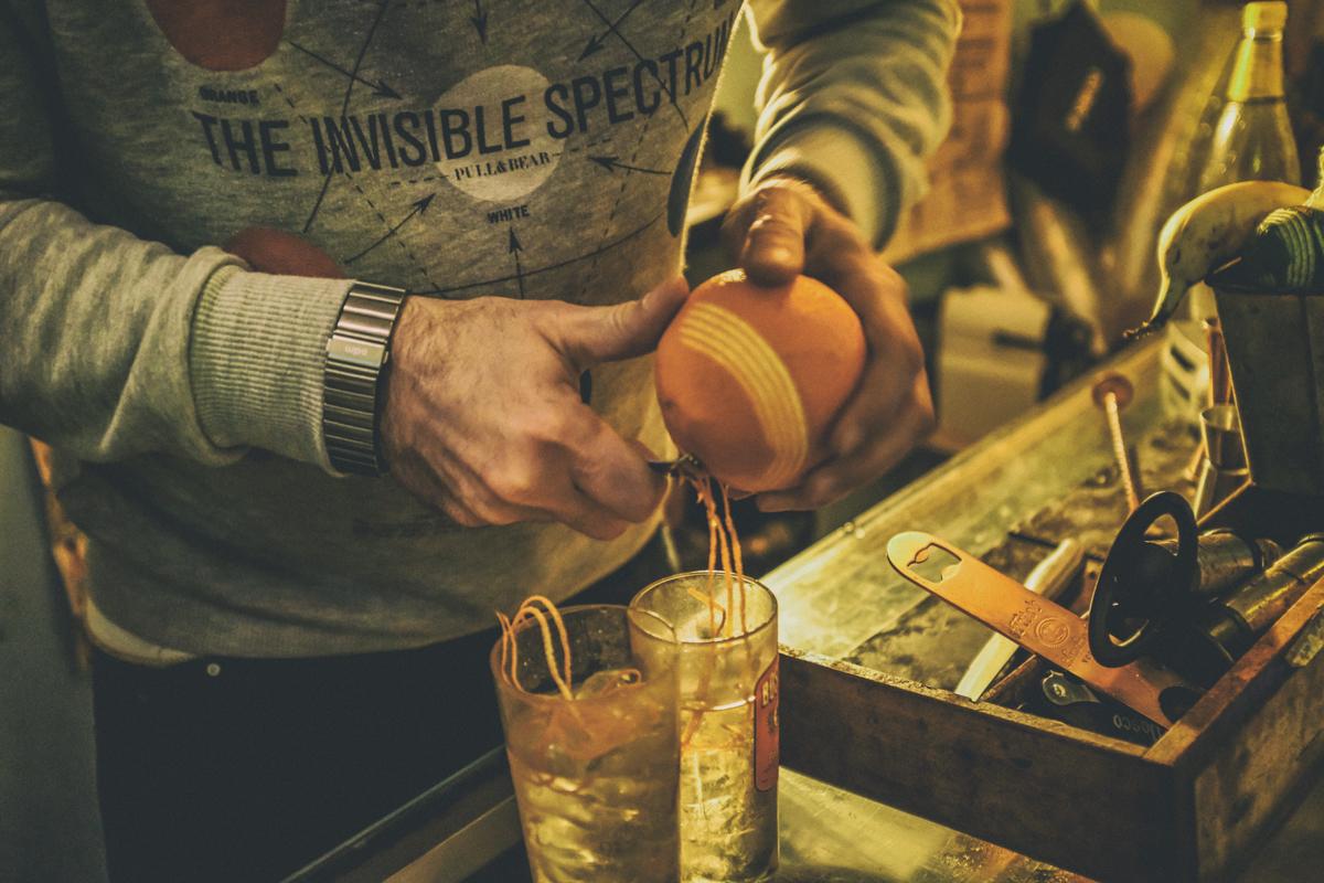 Sai um gin tônica: neste dia, com casca de laranja