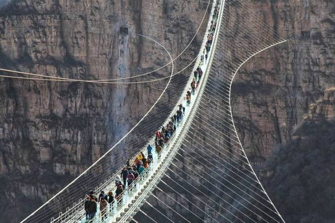 Ponte de vidro mais longa do mundo, na China
