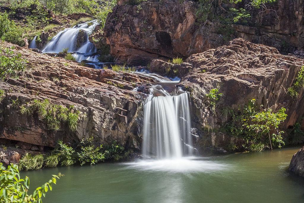 Uma trilha de 2 km passa por cachoeiras e poços no complexo de Cachoeiras dos Macaquinhos