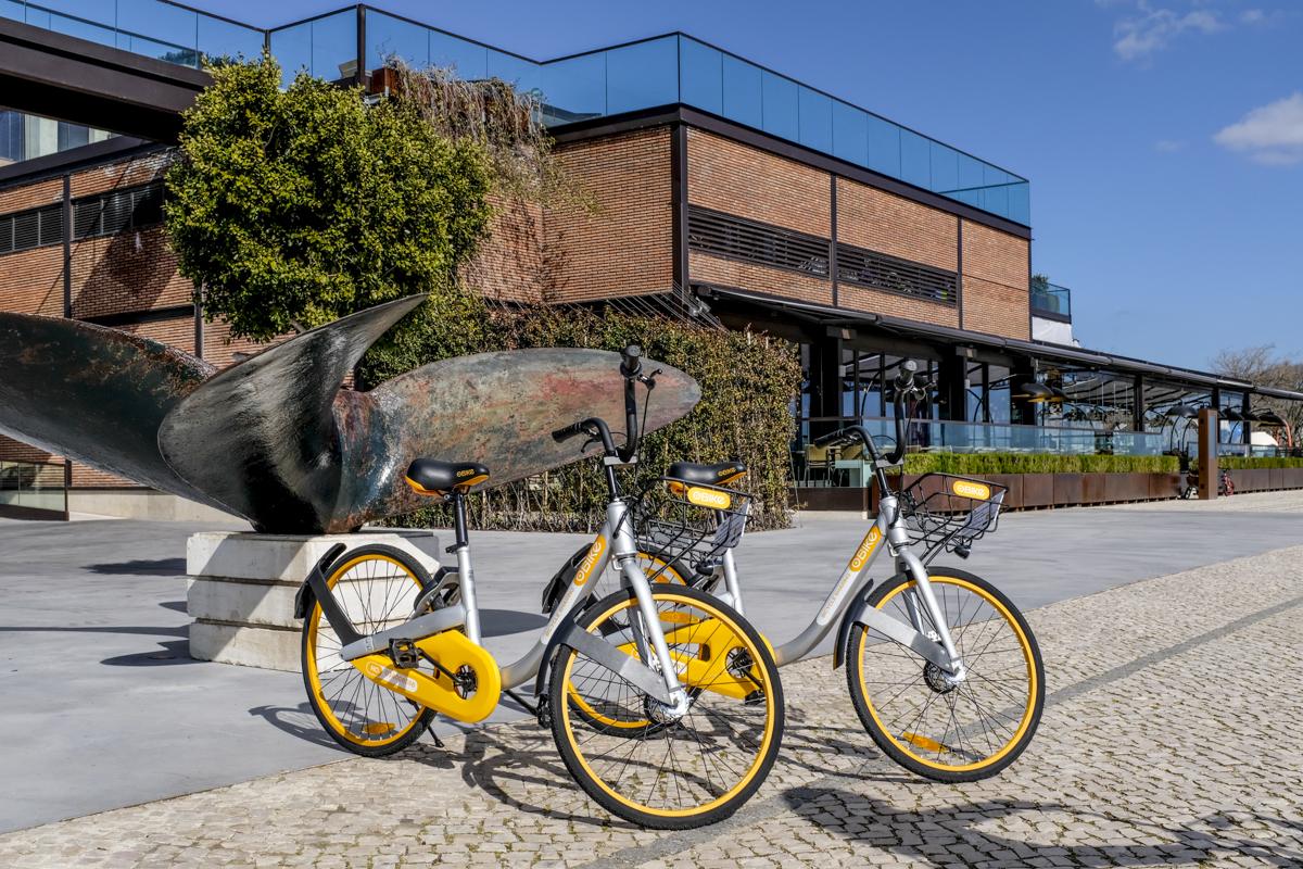 Bikes ocasionalmente estacionadas em frente ao restaurante SUD, em Belém