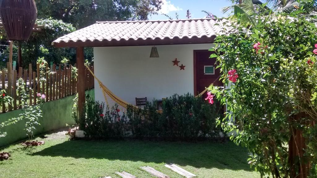 Jardins bem cuidados e atendimento simpático são as marcas da Pousada Jasmin dos Poetas, em Imbassaí