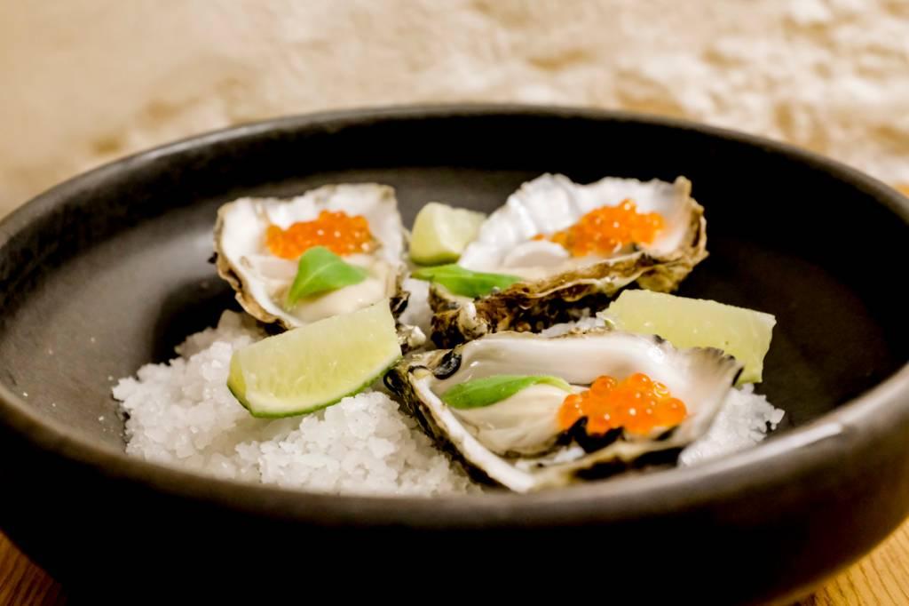 As ostras com ovas: grandes, tenras e fresquíssimas