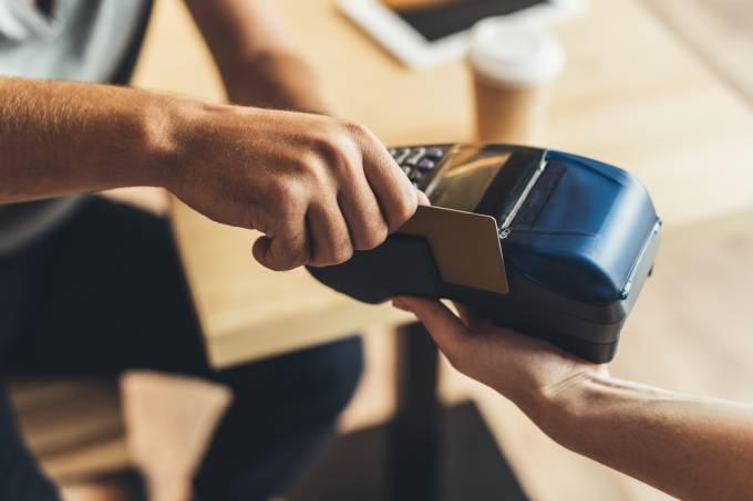 Lei obriga comerciantes e taxistas da Argentina a aceitarem pagamento com cartão
