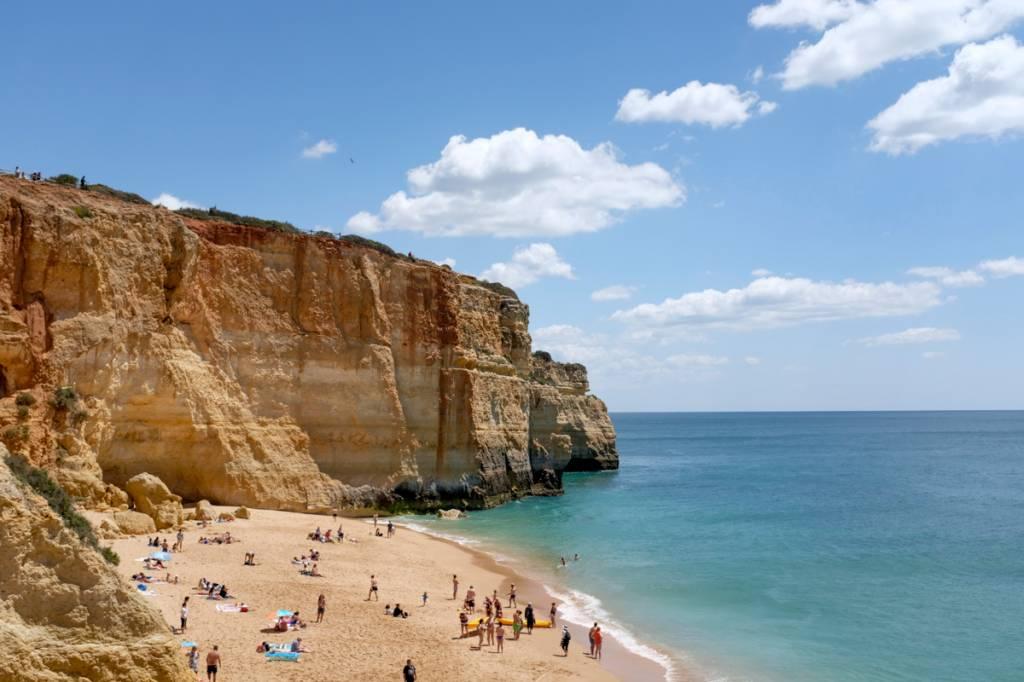 Praia de Benagil: ponto de partida para explorar a região