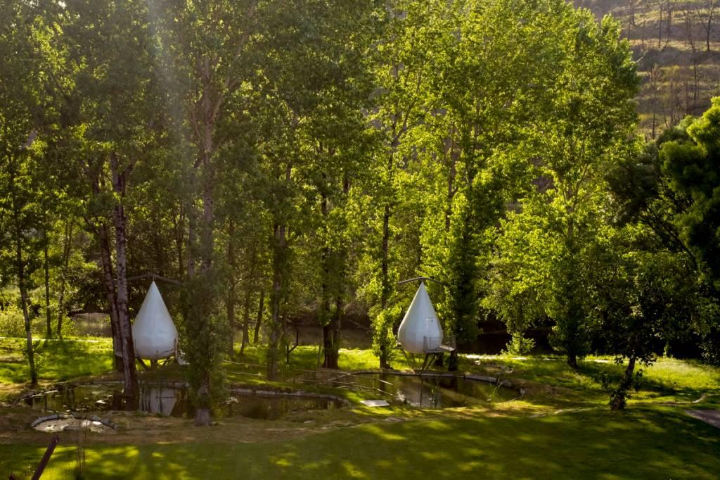 As gotas suspensas para massagens no jardim: embalo suave