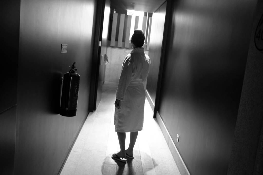Corredor do spa: o roupão é o uniforme oficial dos hóspedes do hotel
