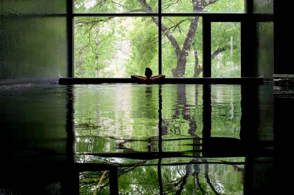 A piscina térmica do spa: belo visual