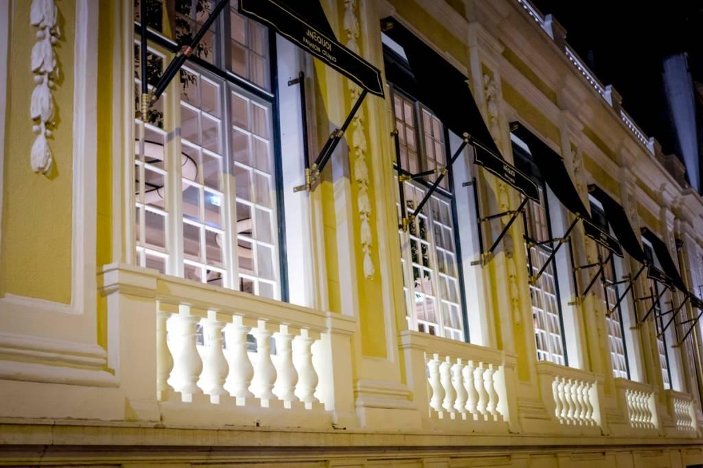 A fachada: predinho histórico da Avenida da Liberdade