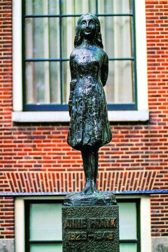 Estátua de Anne Frank, em Amsterdã