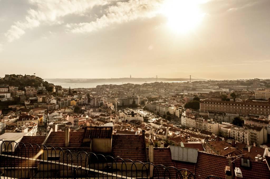 Vista de Lisboa com o Tejo e a Ponte 25 de Abril ao fundo: cada vez mais cara