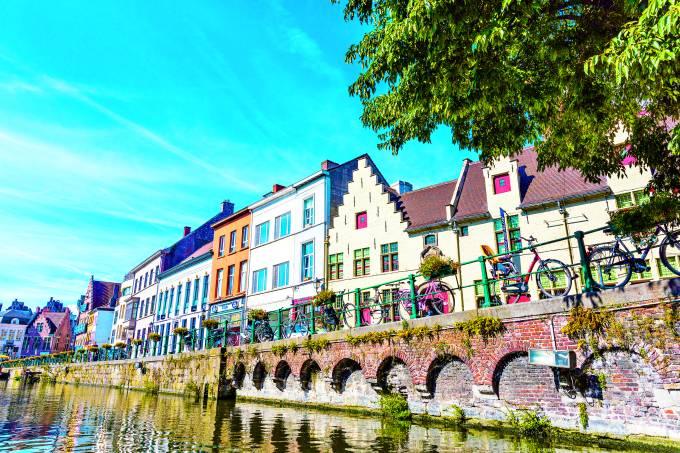 Casas coloridas em Ghent, Bélgica