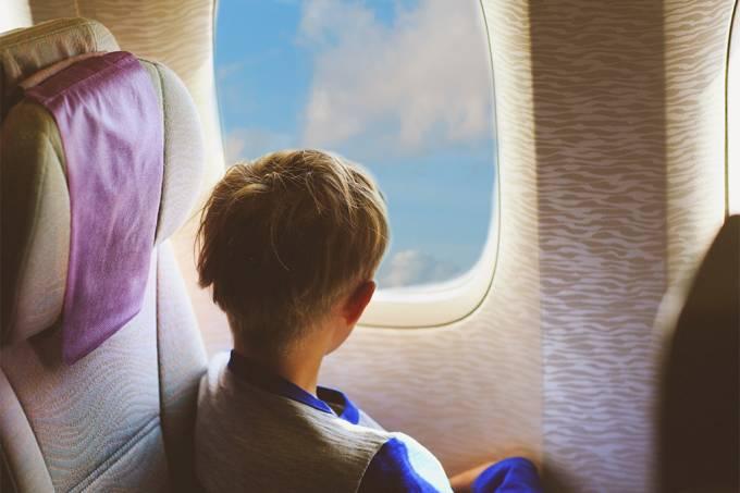 Criança em avião