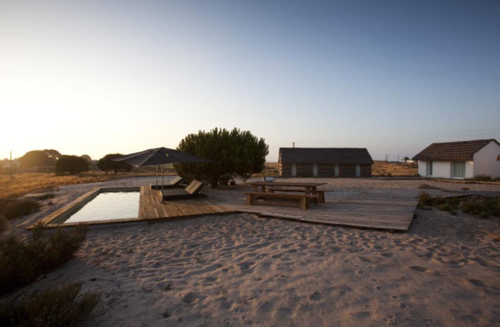 A piscina do Casas na Areia: luxo pé na areia (literalmente)