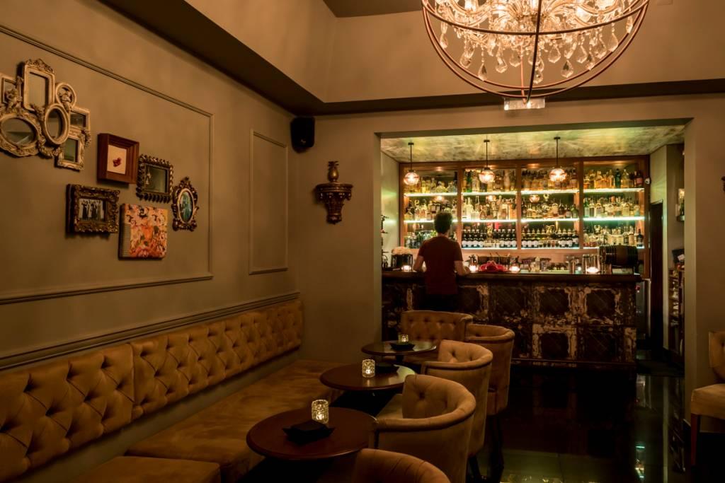 O salão do bar: inspirado nos speakeasy que reinaram durante a Lei Seca nos Estados Unidos
