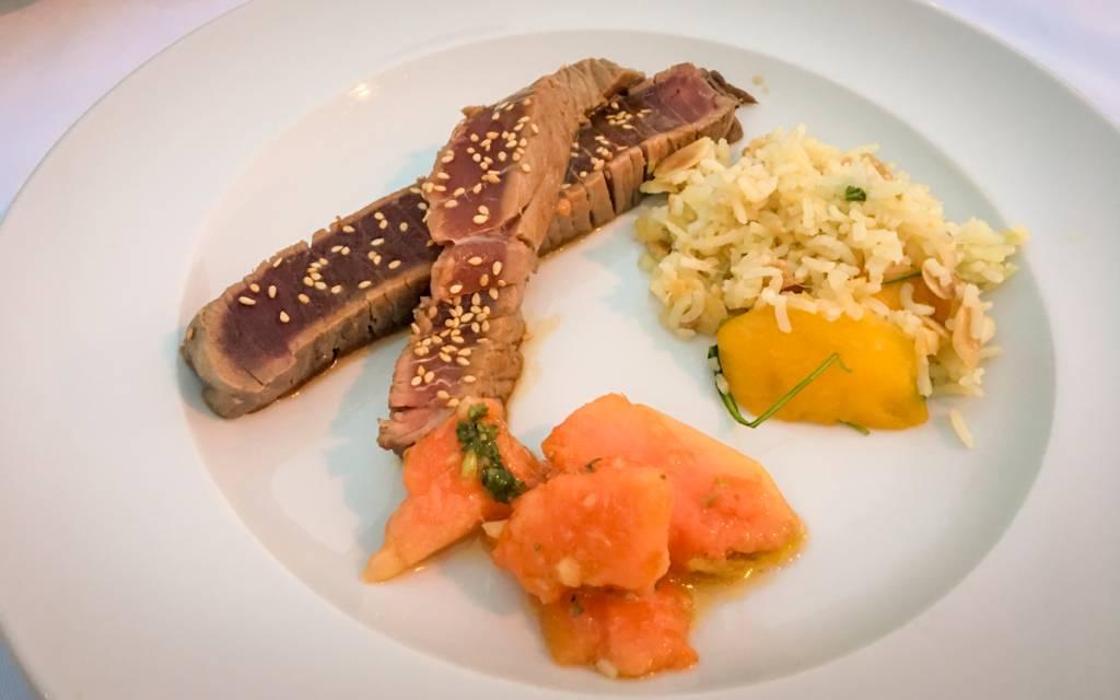 Atum com papaia e arroz de manga e gengibre: bela surpresa