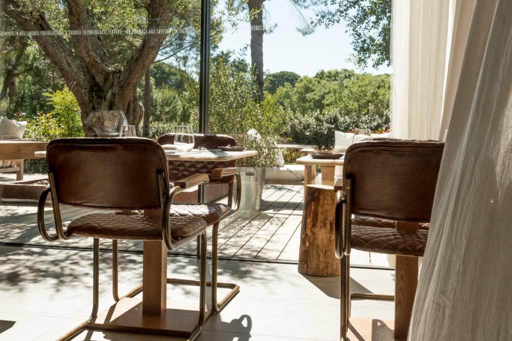 Cantinho do restaurante Sem Porta: releitura de sabores portugueses